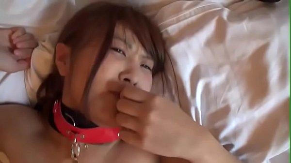 japanese amateur attaché sur le lit