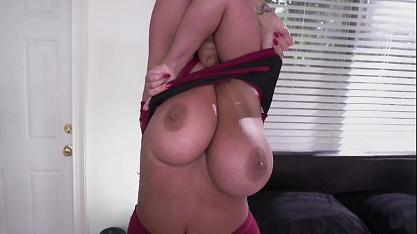 Ma nouvelle femme de chambre baise une milf sexy